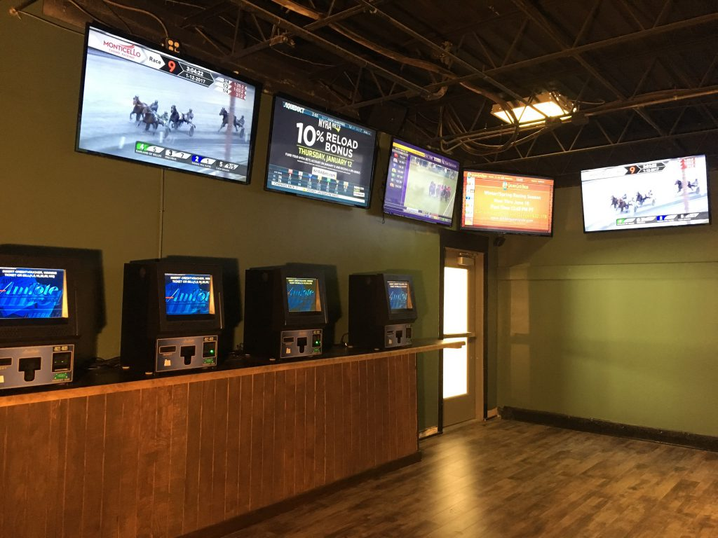Ponies & Pints features a horseplayers exclusive room with 4 self betting terminals, 2 manned teller stations and 13 flat screen TVs